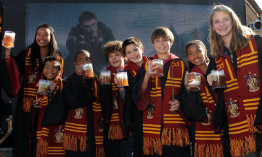 Universal Studios Hollywood Hosts Butterbeer Toast!