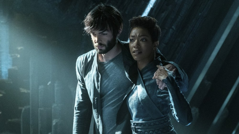 Ethan Peck and Sonequa Martin-Green in Star Trek: Discovery, Spock
