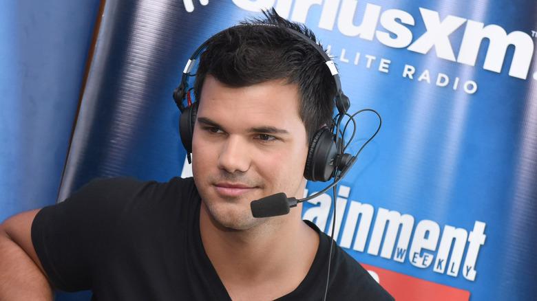 Taylor Lautner head set