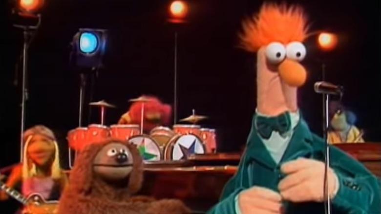 Beaker singing with the Electric Mayhem